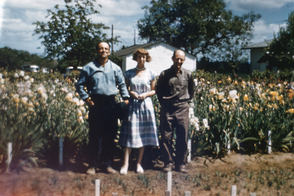 Bob, Connie and Gus at the new property in Salem, Oregon (1950's)
